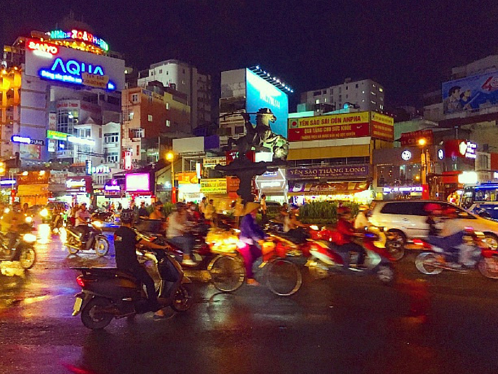Experience the traffic in Ho Chi Minh City