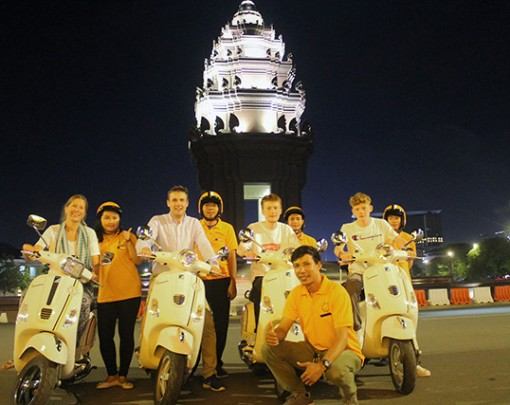 Phnom Penh Nightlife Experience Bike Tour